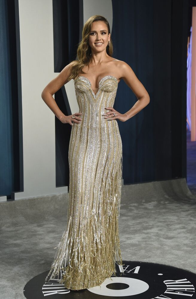 Jessica Alba arrives at the Vanity Fair Oscar Party on Sunday, 9 February 2020, in Beverly Hills, California.