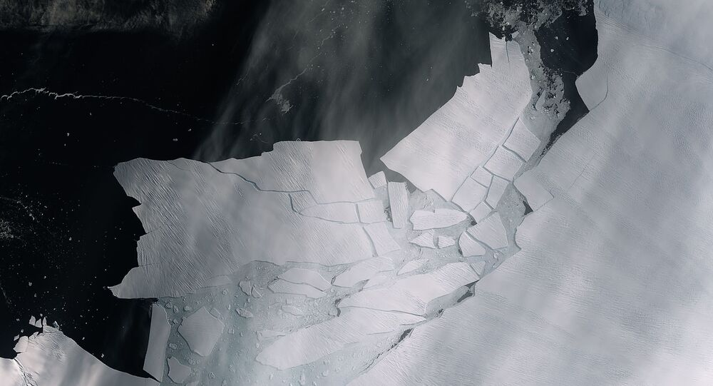 The Pine Island Glacier recently spawned an iceberg over 300 sq km that very quickly shattered into pieces. This almost cloud-free image, captured on 11 February by the Copernicus Sentinel-2 mission, shows the freshly broken bergs in detail.