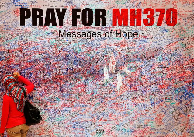 A woman leaves a message of support and hope for the passengers of the missing Malaysia Airlines MH370 in central Kuala Lumpur March 16, 2014