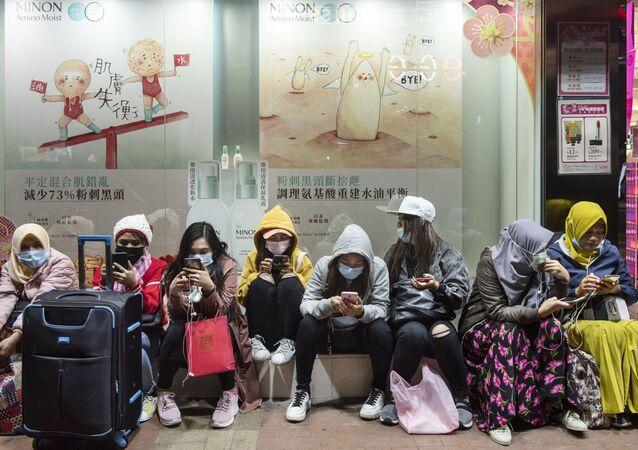 Women wear face masks in Hong-Kong.