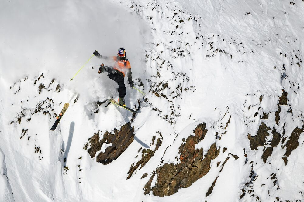 This image taken on February 7, 2020 shows freeride skier Logan Pehota of Canada losing a ski while competing during the Men's ski event of the second stage of the Freeride World Tour skiing and snowboarding competition in Kicking Horse Mountain Resort above Golden, British Columbia, Canada.