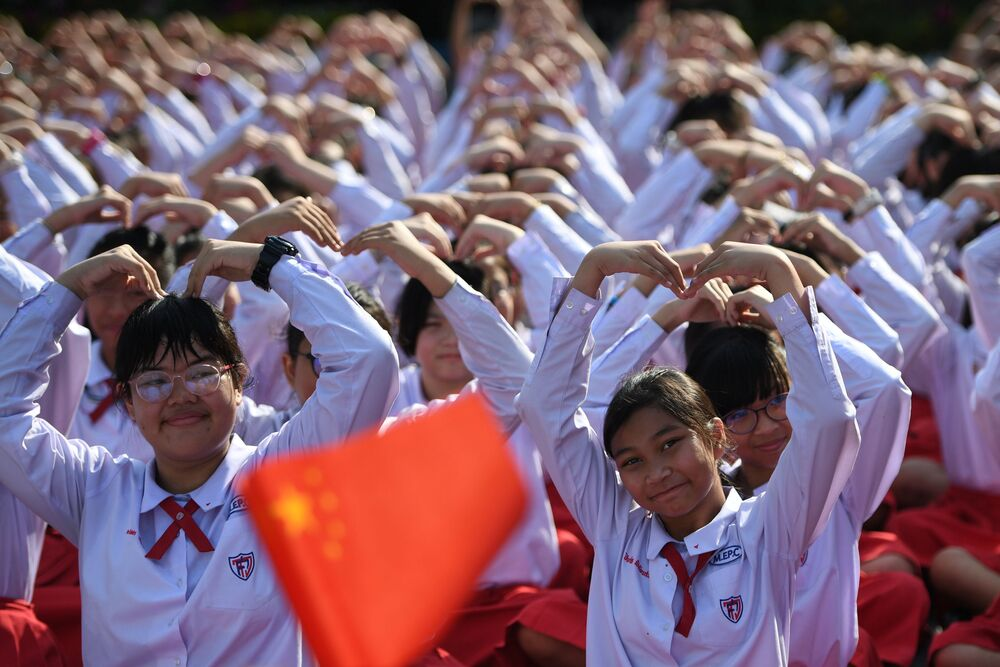 Thai students form a heart shape on Valentine's Day to show their support for China on their fight against coronavirus in a school in Ayutthaya, outside Bangkok, Thailand February 14, 2020.