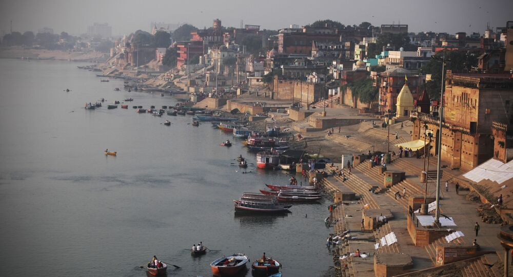 A view of the River Ganges and Ghats, or bathing steps that line along a river, in Varanasi, in the northern Indian state of Uttar Pradesh, India, Friday, 9 October 2015