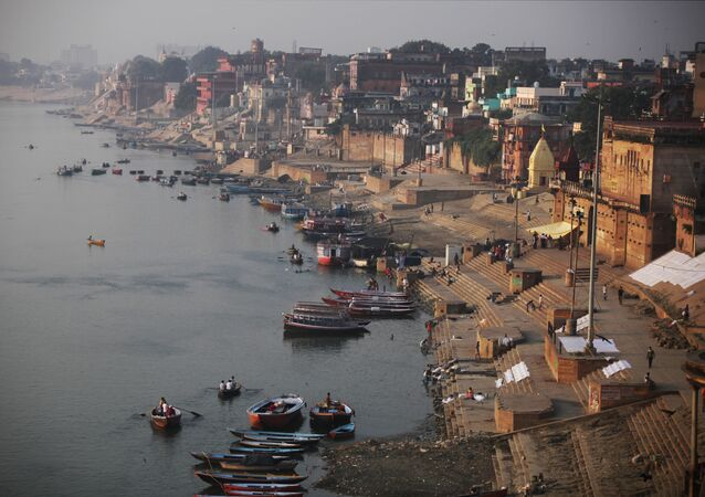 A view of the River Ganges and Ghats, or bathing steps that line along a river, in Varanasi, in the northern Indian state of Uttar Pradesh, India, Friday, Oct. 9, 2015