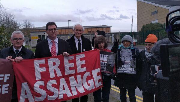 Andrew Wilkie George Christensen and John Shipton outside Belmarsh Prison 18 Feb 2020 - Sputnik International