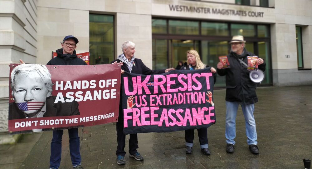 Supporters of Assange outside Westminster Magistrates' Court on 19 Feb 2020