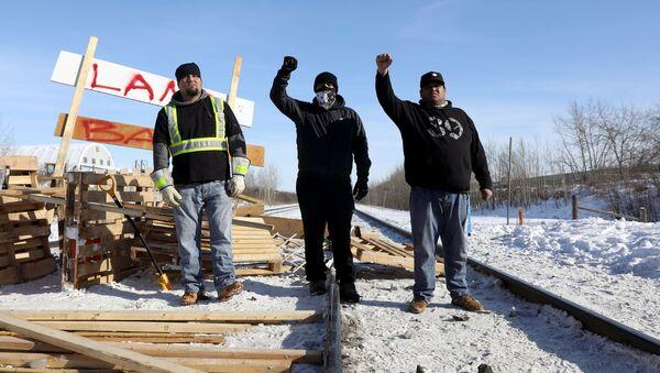 Supporters of the indigenous Wet'suwet'en Nation's in Edmonton, Alberta, Canada - Sputnik International