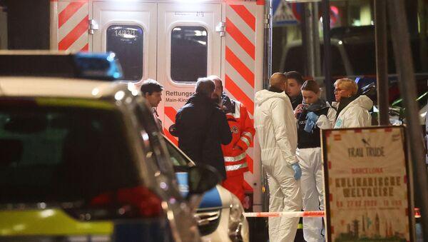 Forensic experts are seen outside a shisha bar after a shooting in Hanau near Frankfurt, Germany, 20 February 2020.  - Sputnik International