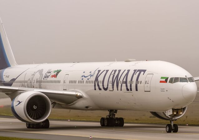 9K-AOE Kuwait Airways Boeing 777-369(ER) coming in from Kuwait