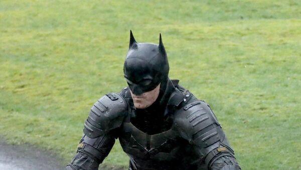 Robert Pattinson's 'The Batman' suit revealed in leaked movie set photos - Sputnik International