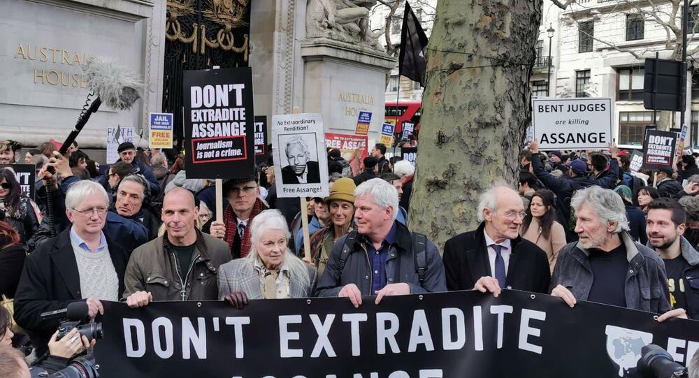 Craig Murray, Vanis Varoufakis, Vivienne Westwood, Kristinn Hrafnsson, John Shipton and Roger Waters hold a banner in support of Julian Assange