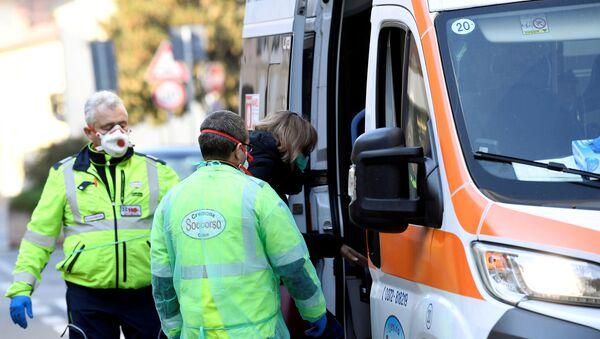 A woman is taken into an ambulance amid a coronavirus outbreak in northern Italy, in Casalpusterlengo, February 22, 2020 - Sputnik International