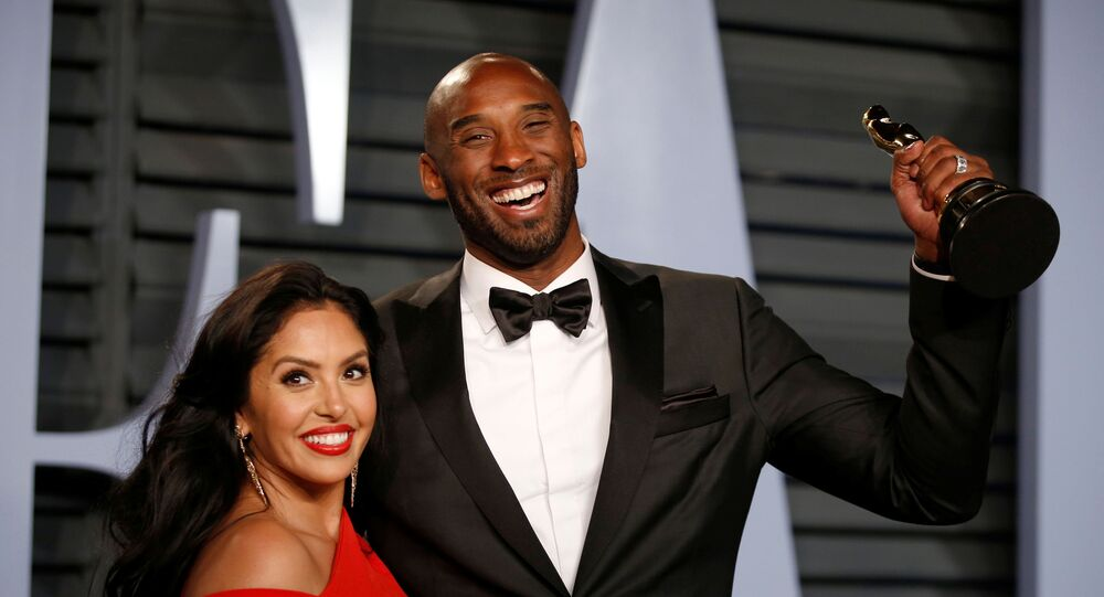 2018 Vanity Fair Oscar Party – Arrivals – Beverly Hills, California, U.S., 04/03/2018 – Kobe Bryant holds his Oscar for Best Animated Short, with wife Vanessa