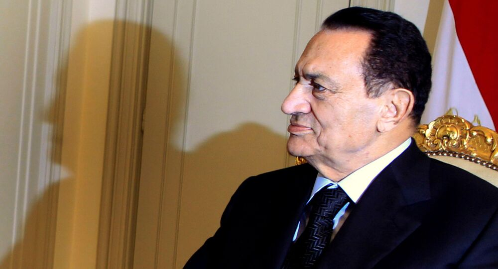 Egypt's President Hosni Mubarak attends a meeting with Qatar's Prime Minister Sheikh Hamad bin Jassim bin Jaber al-Thani at the presidential palace in Cairo December 11, 2010