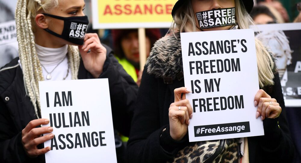 Hearing to decide whether Assange should be extradited to U.S. in London