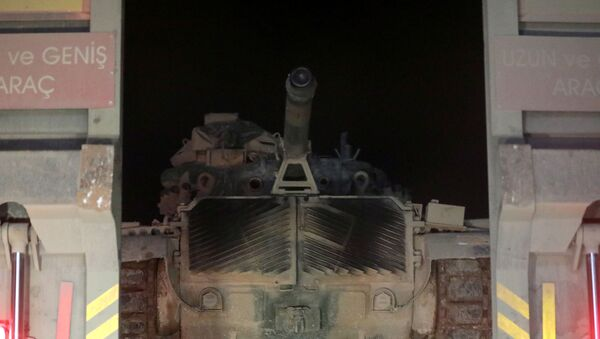 Turkish military vehicles enter the Bab al-Hawa crossing at the Syrian-Turkish border, in Idlib governorate, Syria, February 9, 2020. REUTERS/Khalil Ashawi - Sputnik International