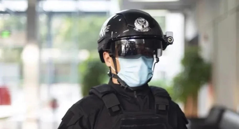 Kuang-Chi keeps its smart police helmets light and mobile with the help of metamaterials