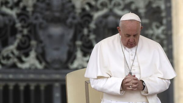 Pope Francis prays in St. Peter's Square at the Vatican during his weekly general audience, Wednesday, Feb. 26, 2020. - Sputnik International