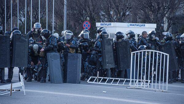 Police at protests in Bishkek - Sputnik International