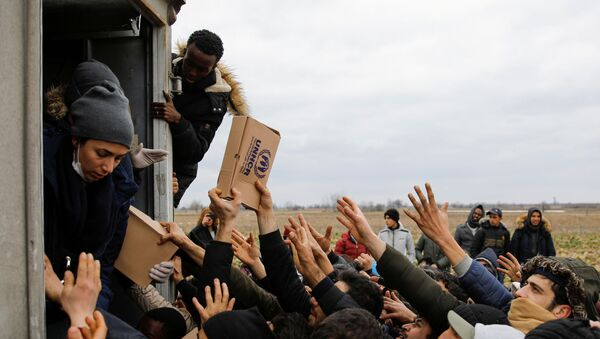 Members of United Nations High Commissioner for Refugees deliver food to migrants at Turkey's Pazarkule border crossing with Greece's Kastanies, in Edirne, Turkey, February 29, 2020.  - Sputnik International