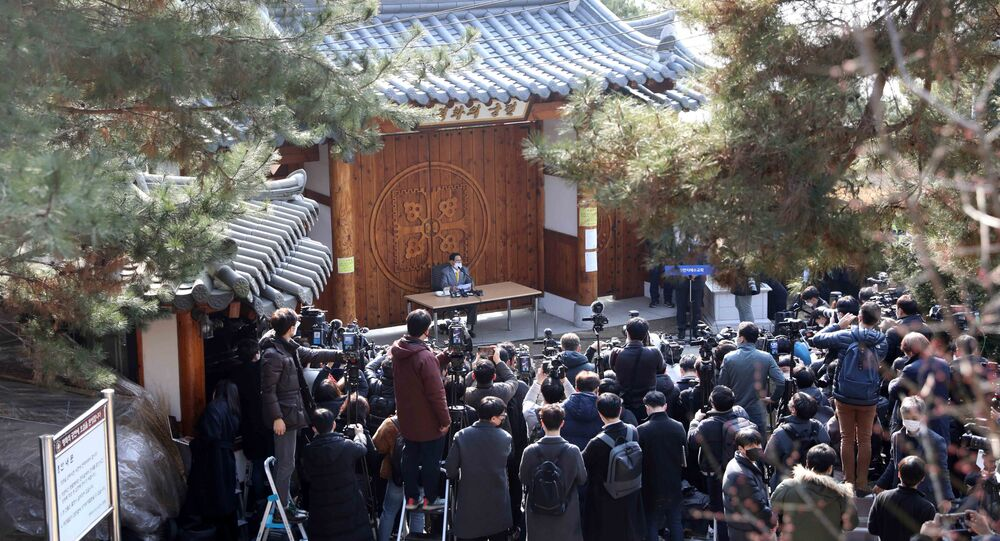 Lee Man-hee (C), leader of the Shincheonji Church of Jesus, speaks during a press conference at a facility of the church in Gapyeong on March 2, 2020