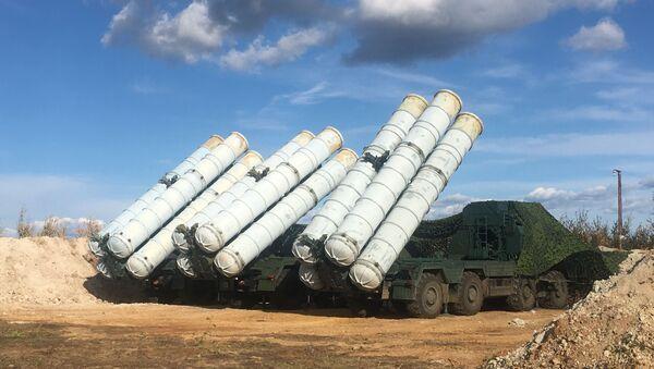 S-400 Triumph anti-aircraft missile system seen during the Vostok-2018 military drills - Sputnik International