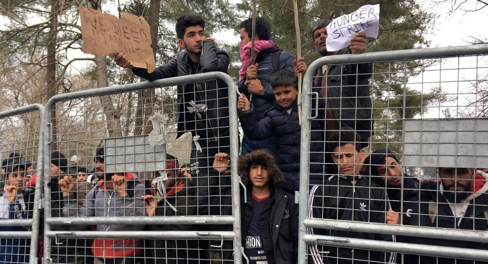 Migrants on the no man's land between Turkey and Greece