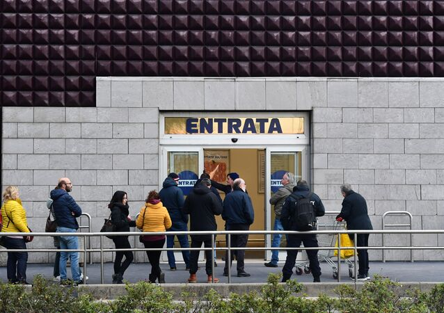 Customers queue outside a supermarket of Milan on March 8, 2020 as Italy quarantines more than 10 million people around the financial capital Milan and the tourist mecca Venice for nearly a month to halt the spread of the new coronavirus.