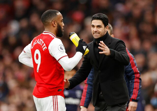 Arsenal's Alexandre Lacazette with manager Mikel Arteta