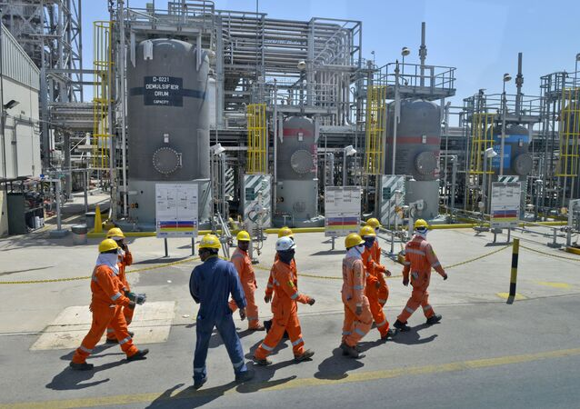 Employes of Aramco oil company work in Saudi Arabia's Khurais oil processing plant on September 20, 2019