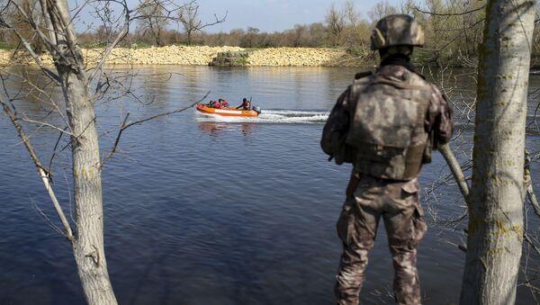 Turkish special forces team patrol on a speed boat along the Maritsa river at the Turkish-Greek border near Karpuzlu village, in Edirne region, Turkey, Wednesday, March 11, 2020 - Sputnik International