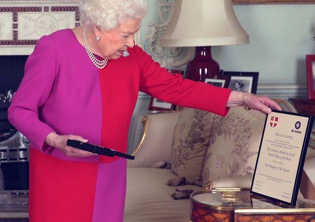 Queen Elizabeth Allegedly Holding a Pistol in Her Hand