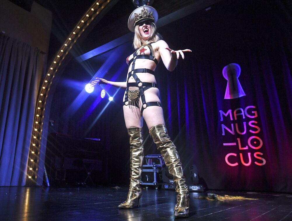 Blanche de Moscou on stage of the cabaret show