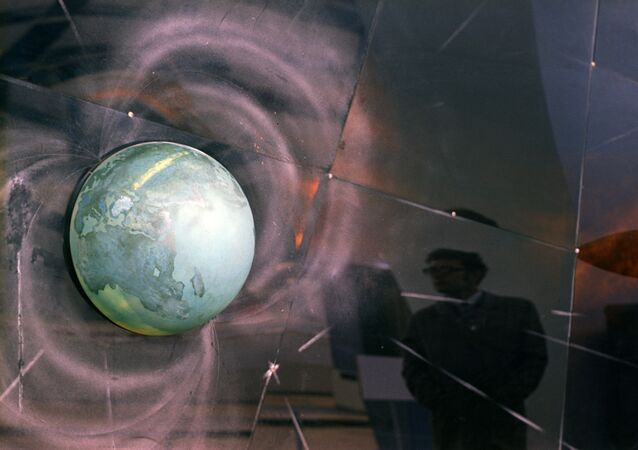 A diagram of magnetic fields and radiation belts around Earth