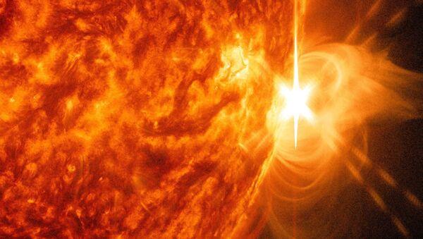 X-class Flare Erupts from Sun  - Sputnik International