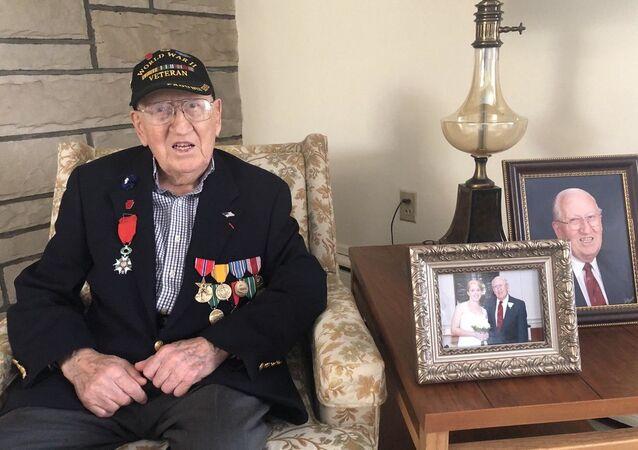US World War II veteran Harold Angle
