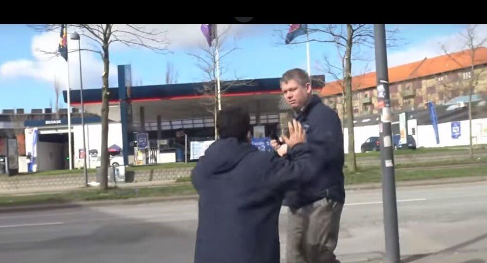 Screenshot of Rasmus Paludan being attacked