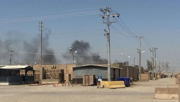 The US Army soldier that provided the photo to Fox News says that the pits are about 400 yards from their barracks and that the smoke often hangs over their section of the base. Camp Taji, Iraq, July 11, 2018. - Sputnik International