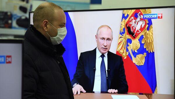 Vladimir Putin addresses the nation on additional measures on Russia's fight against the coronavirus. - Sputnik International