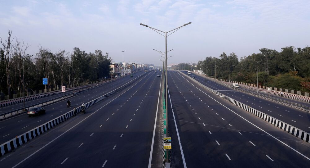 A general view shows an almost empty highway during lockdown by the authorities to limit the spreading of coronavirus disease (COVID-19), in New Delhi, India March 23, 2020. REUTERS/Adnan Abidi