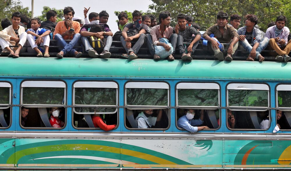People travel in a crowded bus to return to their cities and villages before the start of the lockdown by West Bengal state government to limit the spreading of coronavirus disease (COVID-19), in Kolkata, India March 23, 2020.