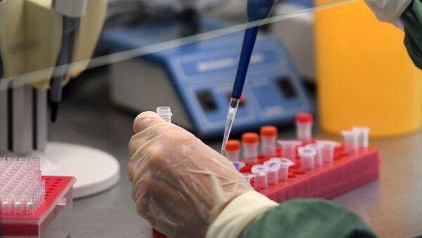 Scientist in Laboratory Conducts COVID-19 Test - Sputnik International