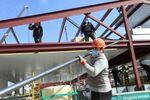 Russian Workers Build Multi-Purpose Medical Facilities