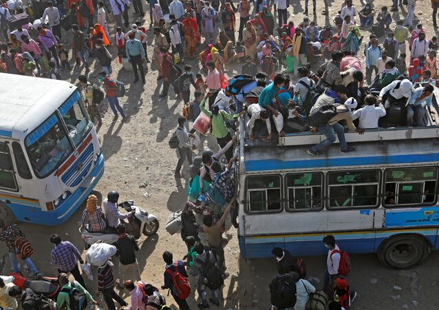 Migrant workers travel on crowded buses as they return to their villages, during a 21-day nationwide lockdown to limit the spreading of coronavirus disease (COVID-19), in Ghaziabad, on the outskirts of New Delhi, India, March 29, 2020.