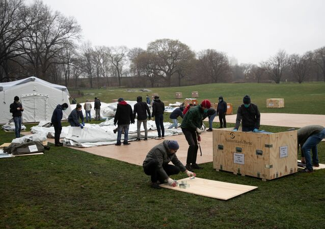 Samaritan's Purse staffs set up an emergency field hospital in East Meadow in Central park during the outbreak of the coronavirus disease (COVID-19) in New York City, U.S., March 29, 2020.