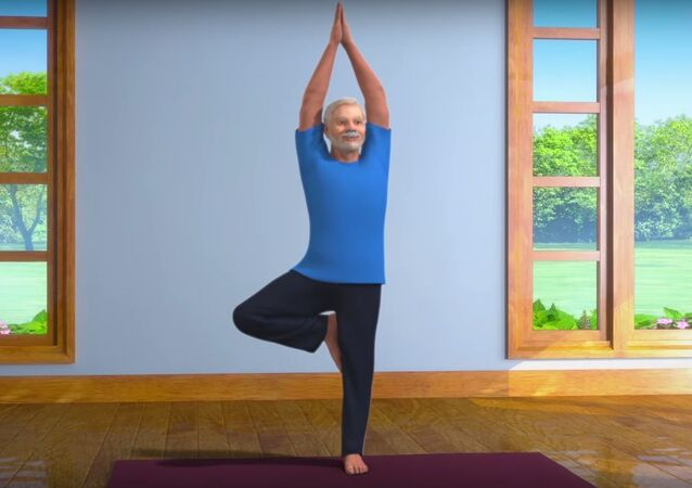 Yoga with Modi: Vrikshasana Hindi