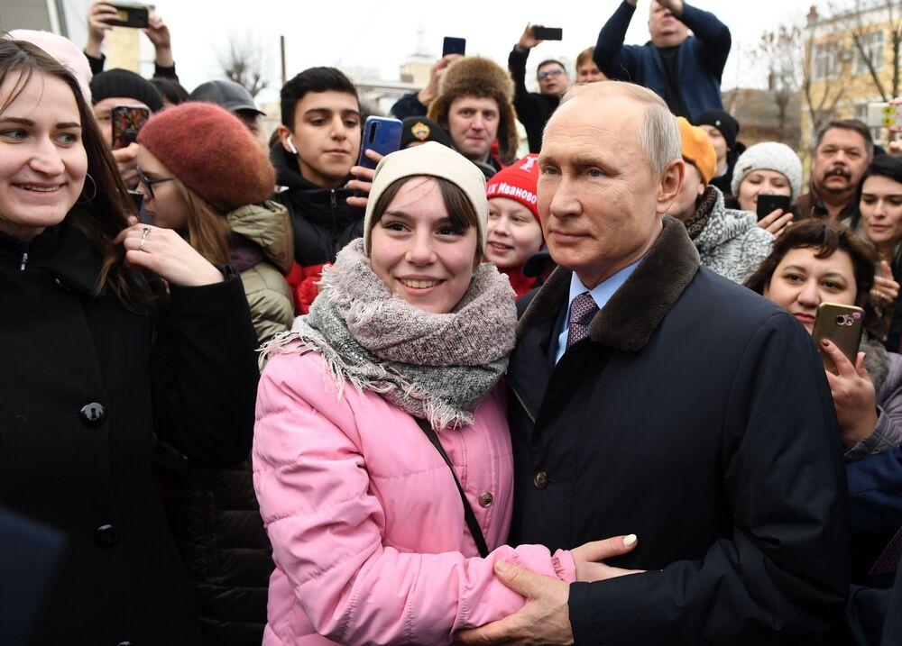 Social Events Amid COVID-19 Pandemic: Sputnik's Best Photos of March 2020