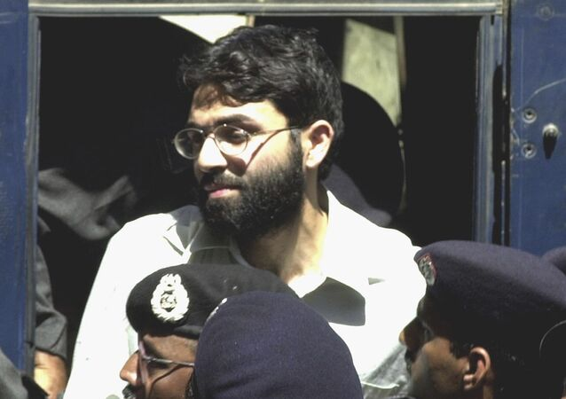 Ahmed Omar Saeed Sheikh, the alleged mastermind behind Wall Street Journal reporter Daniel Pearl's abduction, arrives in court in 2002