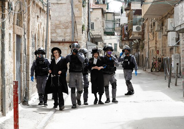 Israeli police detain ultra-Orthodox Jewish men during scuffles as police enforce a partial lockdown against the coronavirus disease (COVID-19) in Mea Shearim neighbourhood of Jerusalem March 30, 2020