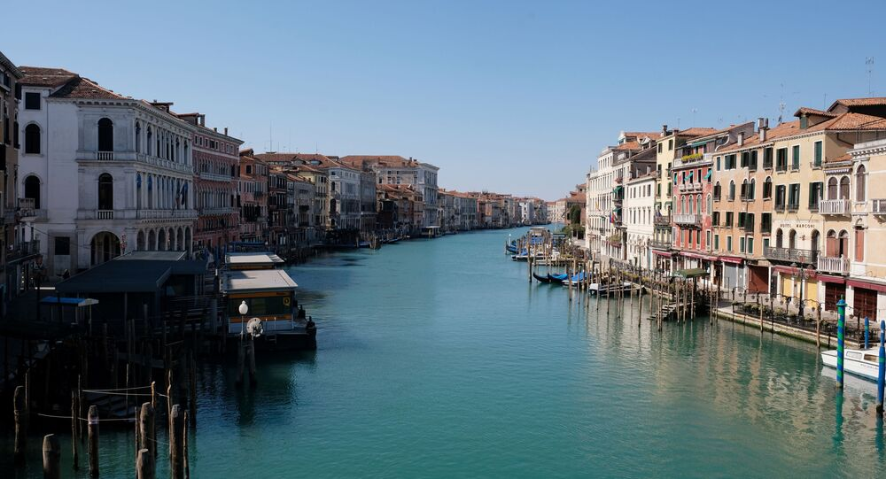 A view of an empty Grand Canal on Palm Sunday, following the coronavirus disease (COVID-19) outbreak in Venice, Italy, April 5, 2020